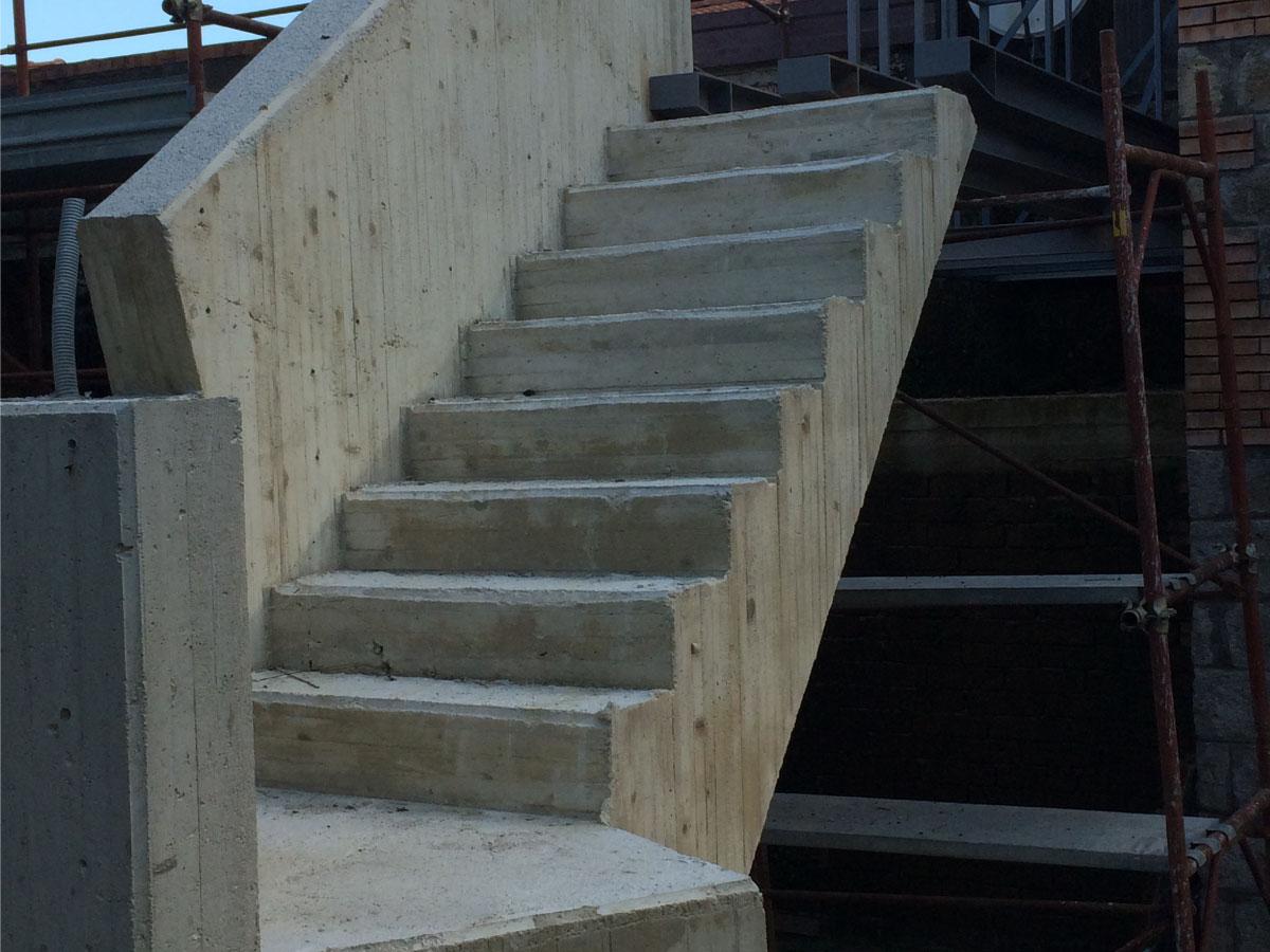 Scala in cemento armato mifra costruzioni - Costruzione piscina in cemento armato ...